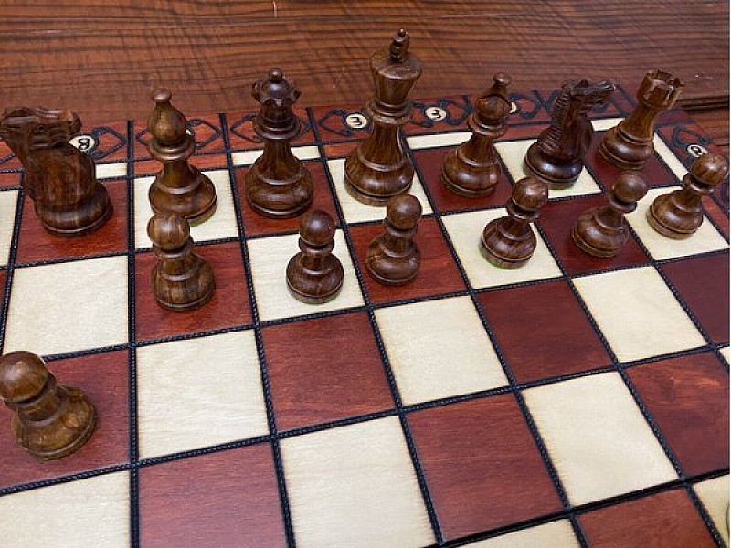 """Ambassador chess board with american staunton chess pieces 9.5 cm / 3.75"""" inches"""