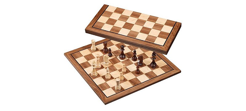 Foldable chess boards